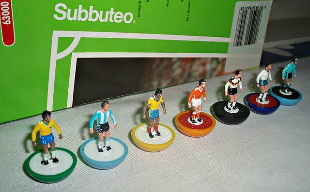 Subbuteo players with packaging