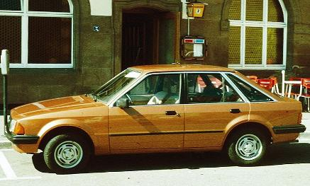 Ford Escort Mk3 - 5 doors, tan colour