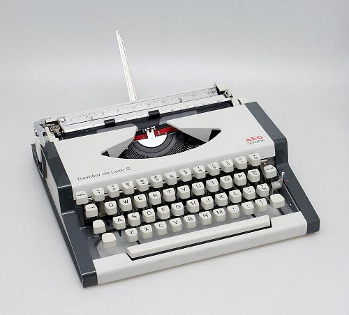 AEG Olympia Traveller de Luxe S manual typewriter 1980s