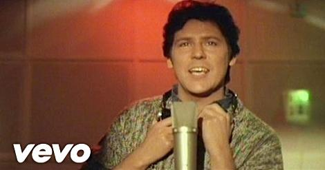 Cry Just A Little Bit video screenshot - Shakin' Stevens (1984)