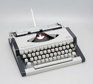 ARG Olympia Traveller de Luxe S manual typewriter