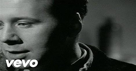 Simple Minds - Belfast Child - video screenshot
