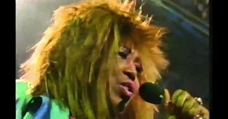 Denise Lasalle singing