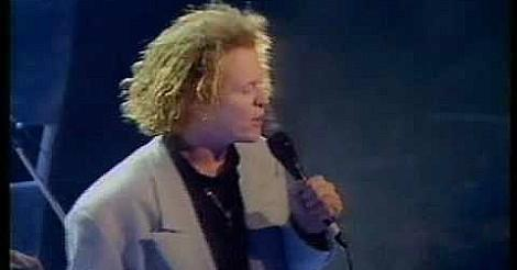 MIck Hucknall singing